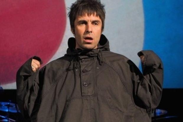 Да ты ведьма! Вокалист английской группы Oasis душил свою подругу в ночном клубе