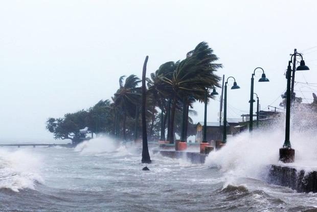 На Карибы движется мощный ураган Хосе