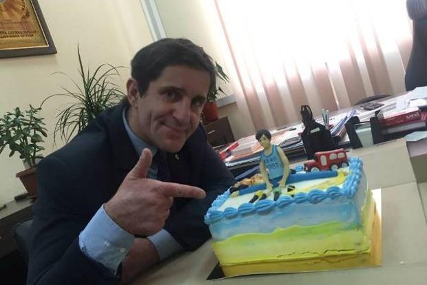 Шкиряка поздравили с днем рождения смешным тортом