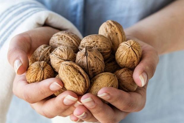 Що буде з вашим тілом, якщо регулярно їсти кілька горіхів?
