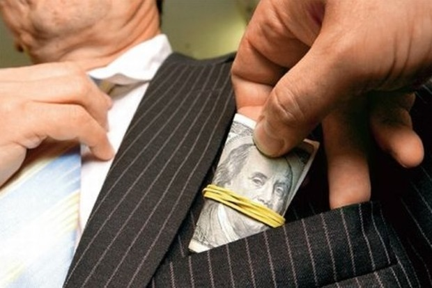 В Хмельницкой области сотрудник СБУ попался на взятке в пять тысяч долларов