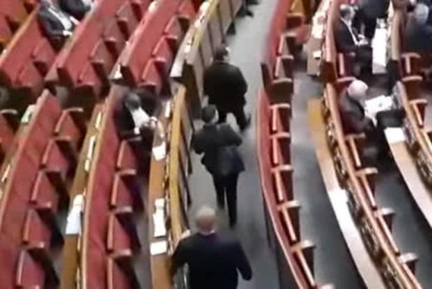 Савченко-камикадзе пришла в Раду с гранатами и стволом