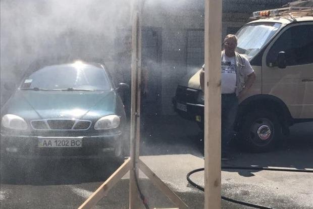 В киевском парке установили распылитель для борьбы с адской жарой