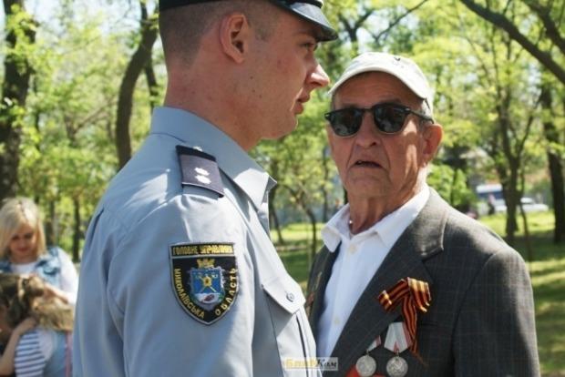 В Николаеве полиция не смогла убедить пенсионера снять георгиевскую ленту