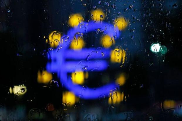 Евро может сравняться в цене с долларом, а ВВП Украины – упасть на 2%