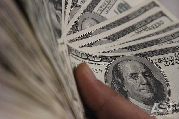 Официальный курс гривны продолжает укрепляться. Доллар и евро рухнули