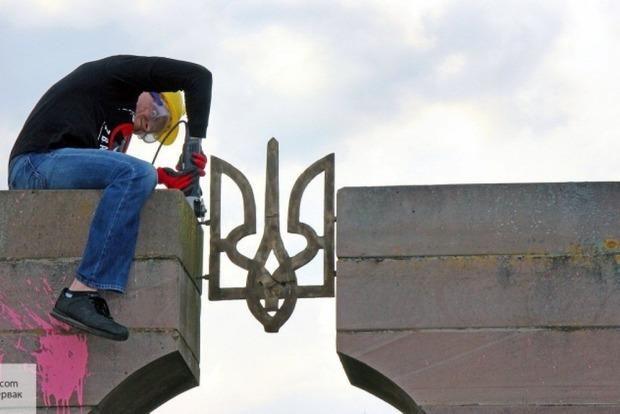Польские националисты пообещали демонтировать все памятники УПА