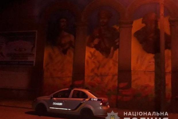 В Запорожье облили краской Мурал единства поколений защитников Украины