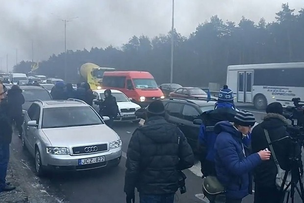 В Укравтодоре рассказали, когда активисты разблокируют въезды в Киев