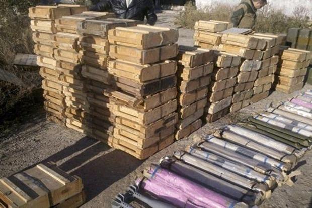 Милиционеры нашли в Лисичанске большой арсенал с ПЗРК, минами и противотанковыми ракетами