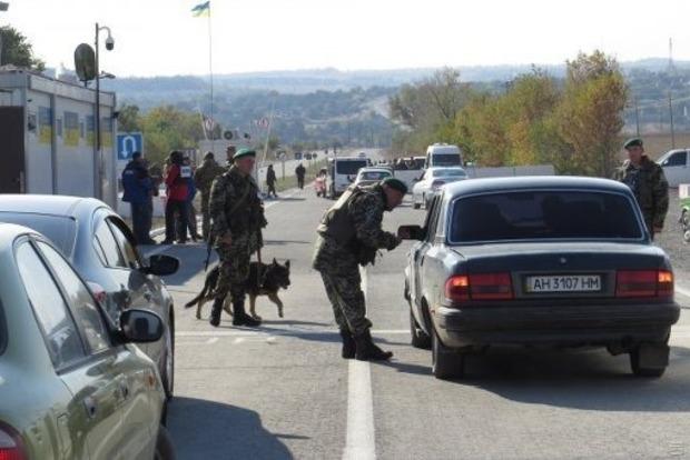 Кабмин расширил перечень товаров, которые можно перевозить на Донбассе
