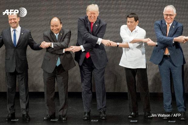 Соцсети смеются над премьером России, который «запутался» на саммите во Вьетнаме