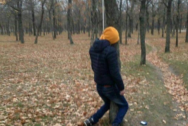 Пятый парень за два месяца повесился в николаевском парке