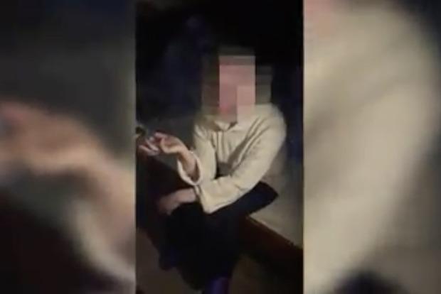 Ударила молотком ветерана: полиция задержала сумасшедшую сепаратистку