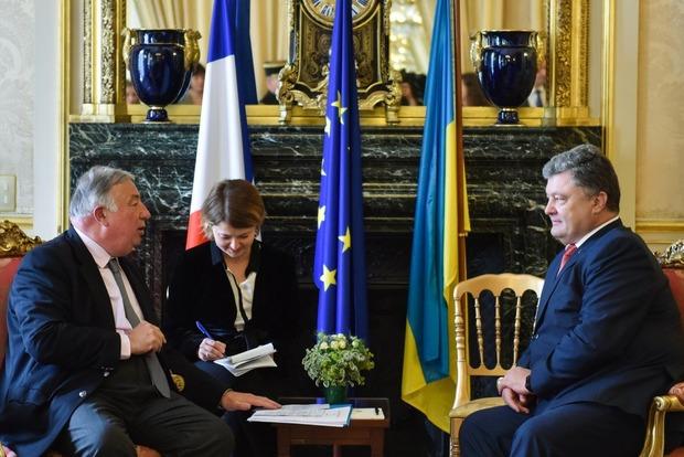 Еще одному французскому дипломату Порошенко выразил разочарование решением Сената Франции