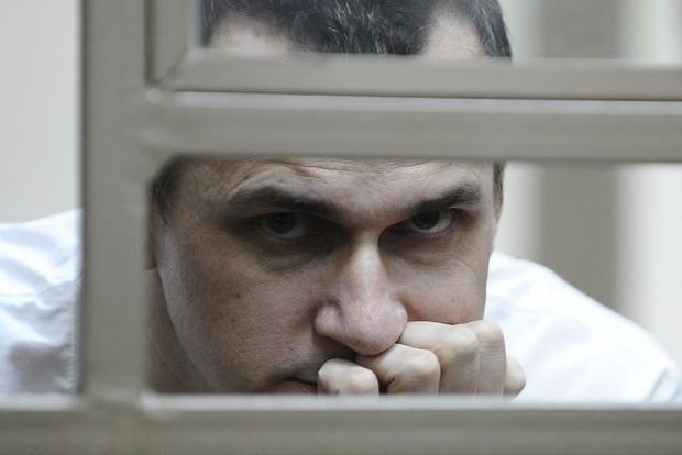 Порошенко назначил стипендии Сенцову и другим деятелям культуры