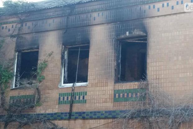 ВЗапорожье полицейские задержали хозяйку хостела, вкотором живьем сгорели пятеро постояльцев