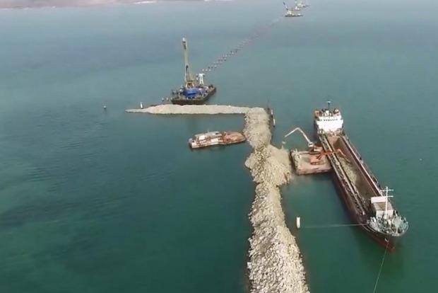 В районе строительства Керченского моста произошел второй за месяц инцидент с кораблем
