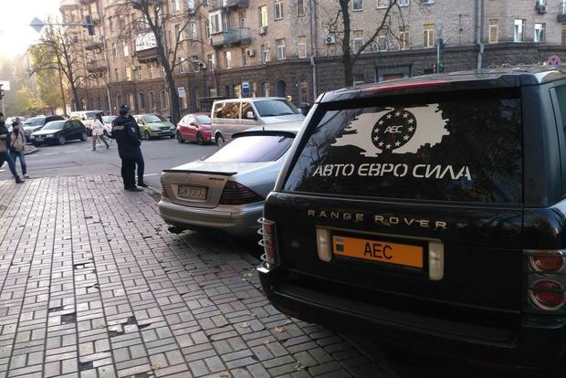 Евробляхеры снова заблокировали центр Киева