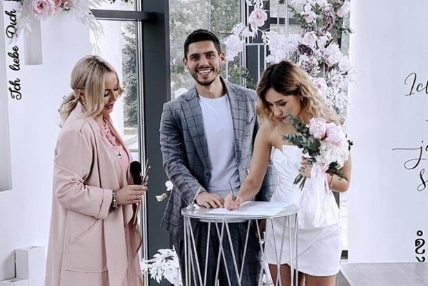 Холостяк женился на победительнице шоу