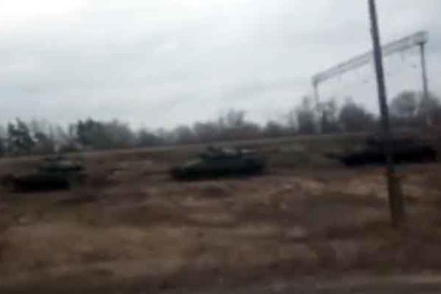 В Воронеже заметили огромное скопление танков и бронетехники