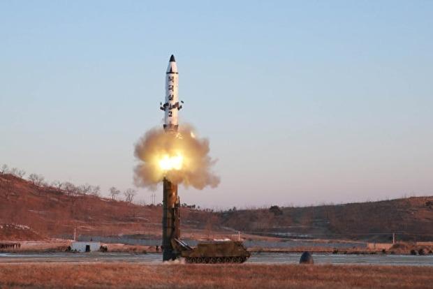 В КНДР провели неудачный пуск баллистической ракеты