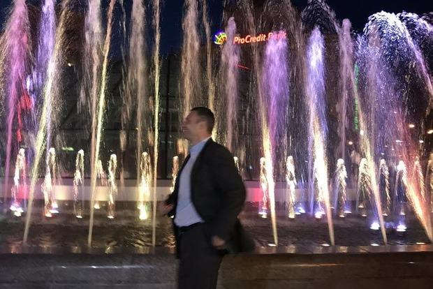 Кличко запустил свето-музыкальный фонтан после реконструкции