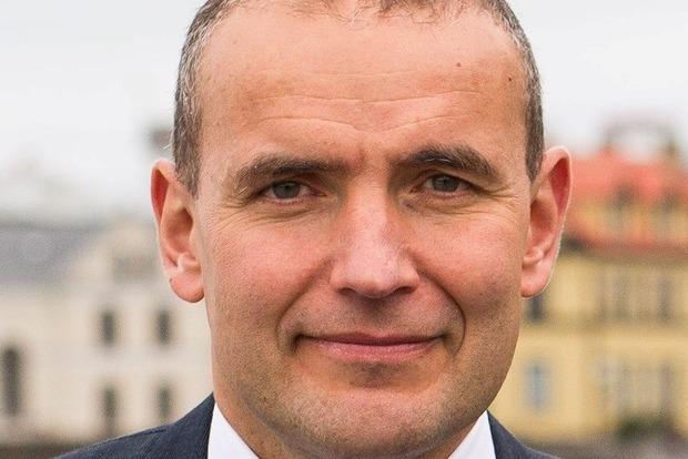 Исландский президент сломал нос, принимая ванну