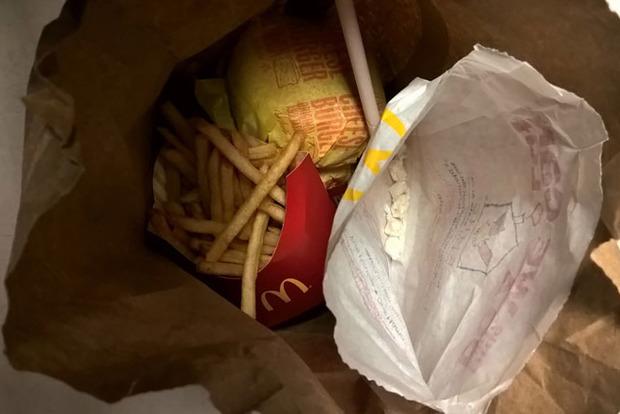 Сотрудник McDonald's подсовывал кокаин в Хэппи мил