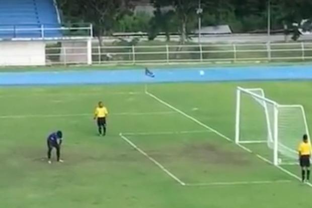 Голкипер забил в Таиланде самый курьезный гол в истории футбола