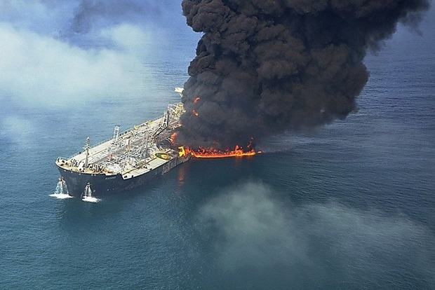 Около Туркменистана загорелся российский танкер
