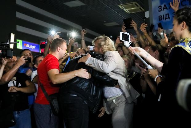 Фото к материалу: С хором и молитвами: как Киев встретил Усика