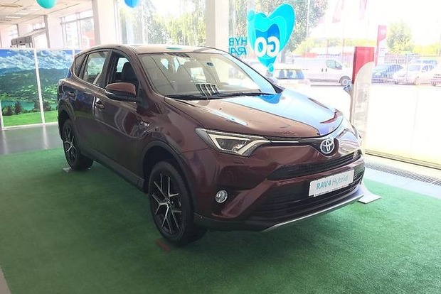 Полицейская из Днипра купила авто за 888 тысяч