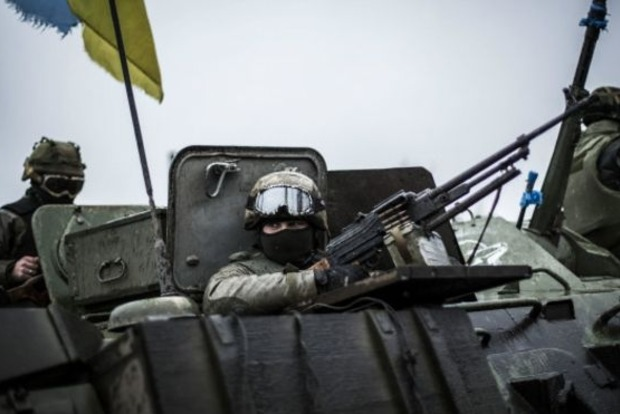 На Донбассе боевики совершили 12 обстрелов позиций сил АТО