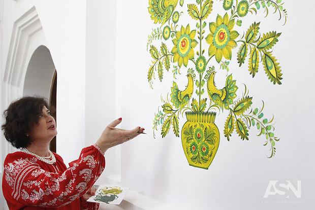 В Софии показали 100 бесценных шедевров «петриковки»