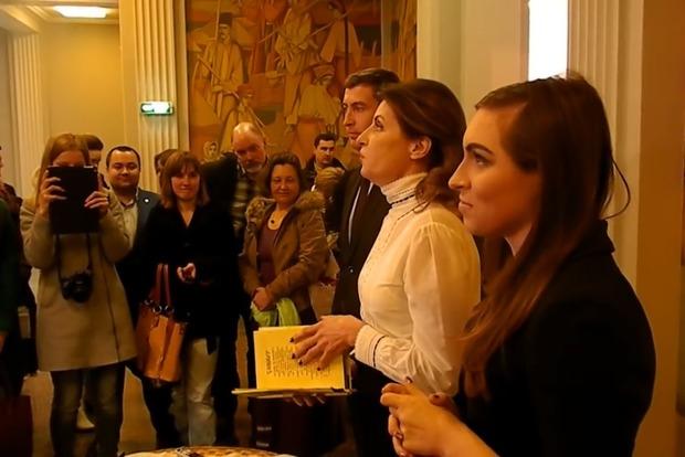 Жена Порошенко не смогла прочесть «Заповит» Шевченко