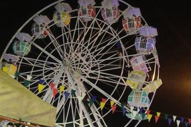 Кабіни оглядового колеса на ярмарку в Індонезії перекинулися разом з пасажирами (відео)