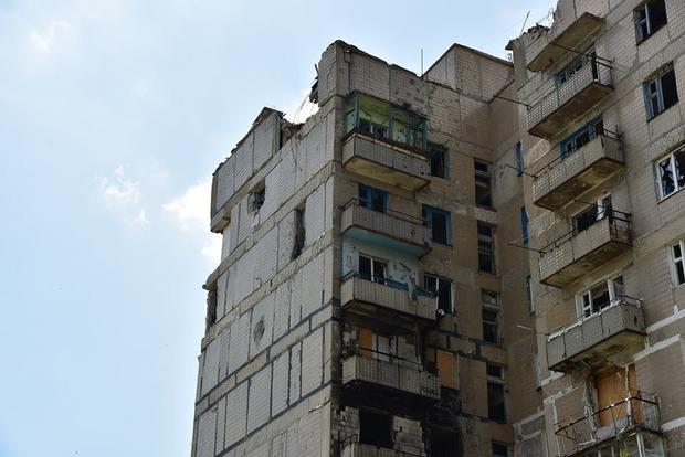 Жители дома в Красногоровке 710 дней живут под обстрелами (фото)