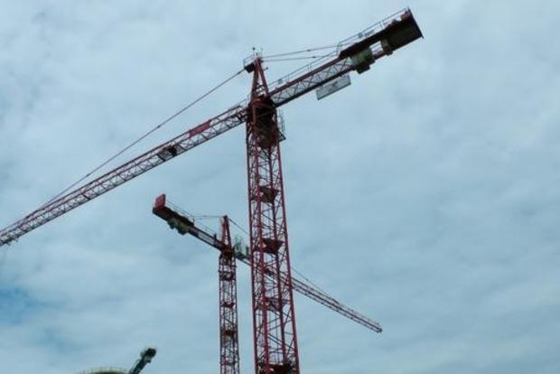 В Киеве упала площадка строительного крана: один погибший, двое травмированы