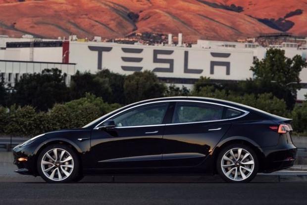 ФБР проводит расследование против Tesla из-за Model 3