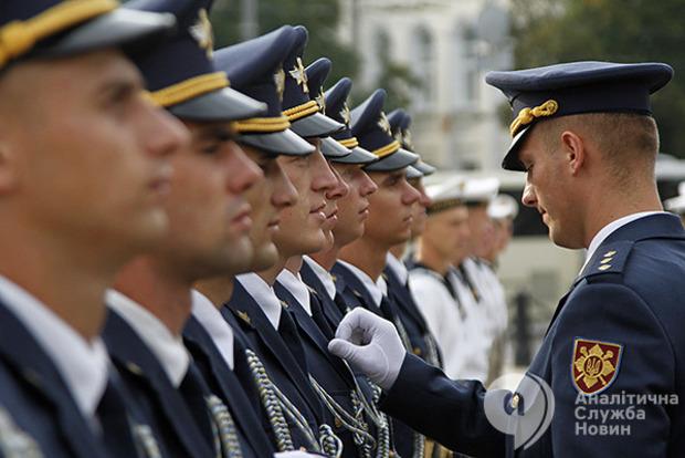 Рева: Пенсии военным поднимут в два раза до 2020 года