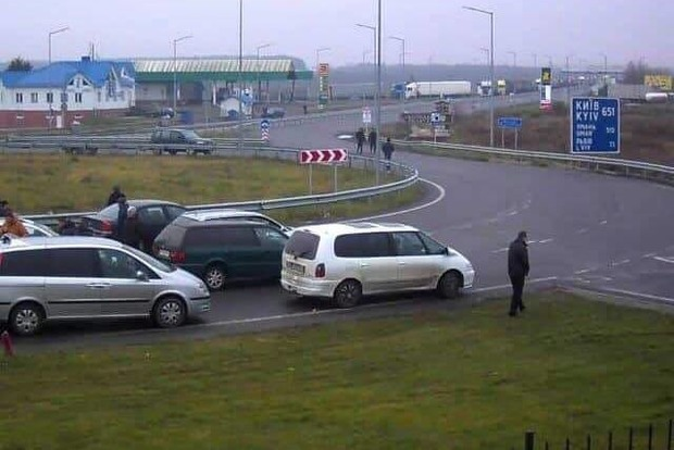 Владельцы «евроблях» перекрыли КПП на границах