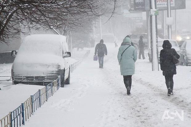В Украину пришло потепление и снегопады