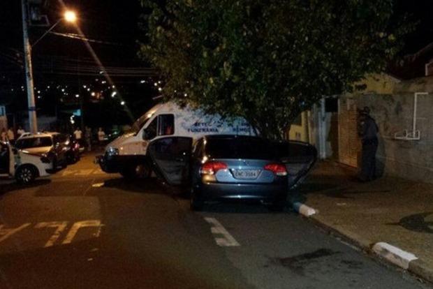 На новогодней вечеринке в Бразилии мужчина убил сына, бывшую жену и еще 11 человек