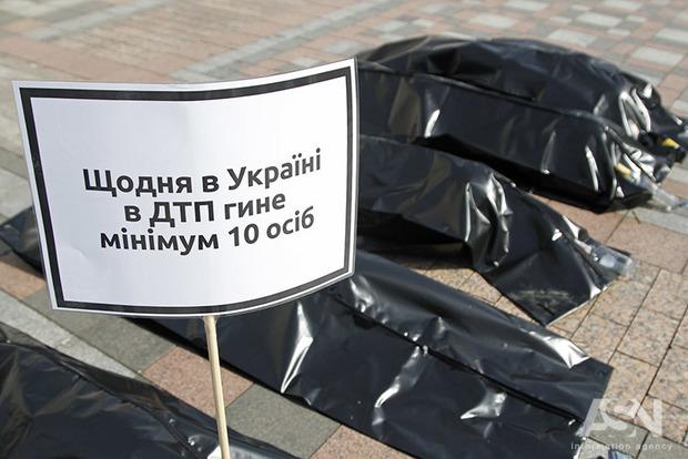 ВУкраинском государстве ссамого начала года вДТП погибло неменее 3000 украинцев