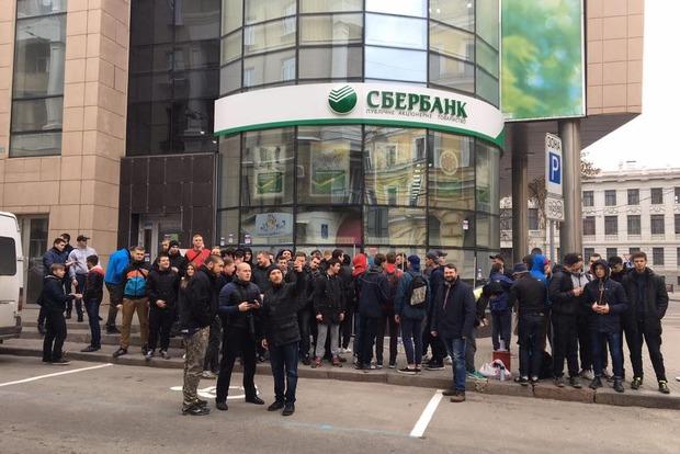 Банковская блокада продолжается. Замурован Сбербанк в Харькове