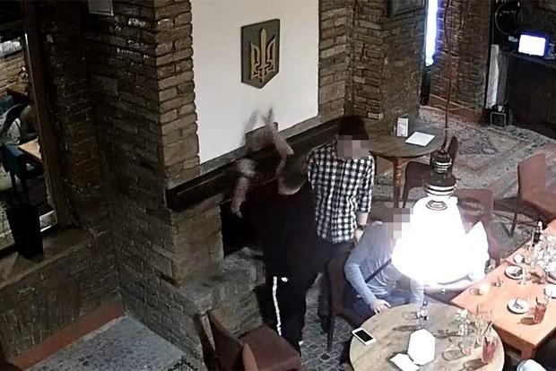 До Польщі видворили студента вузу Тернополя, що спалив Герб України