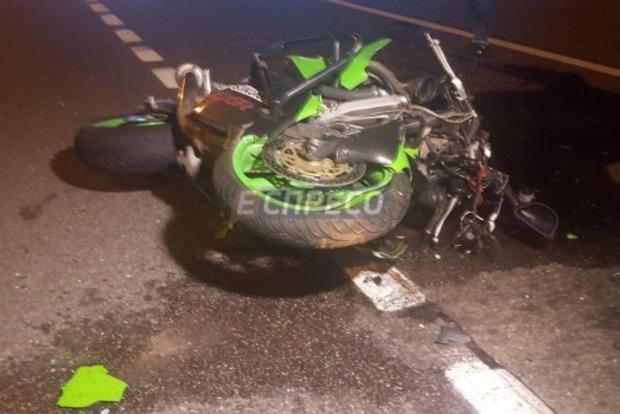 В Киеве на Столичном шоссе таксист насмерть сбил мотоциклиста
