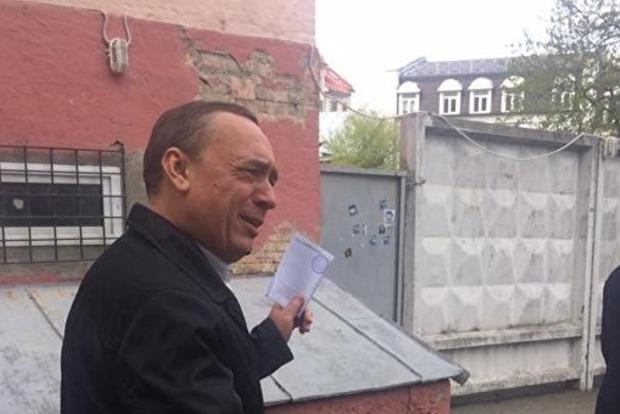 Экс-нардеп Мартыненко сдал свои загранпаспорта