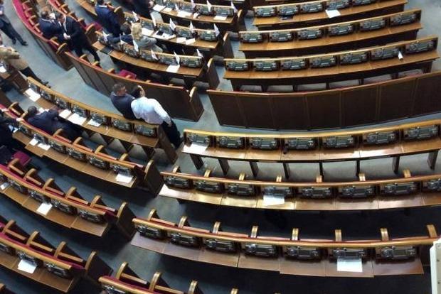 Нардепы ушли в округа и комитеты до 16 мая